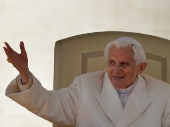 Au Vatican, Benoît XVI fait ses adieux aux fidèles dans Actualité 000_dv1426479_01
