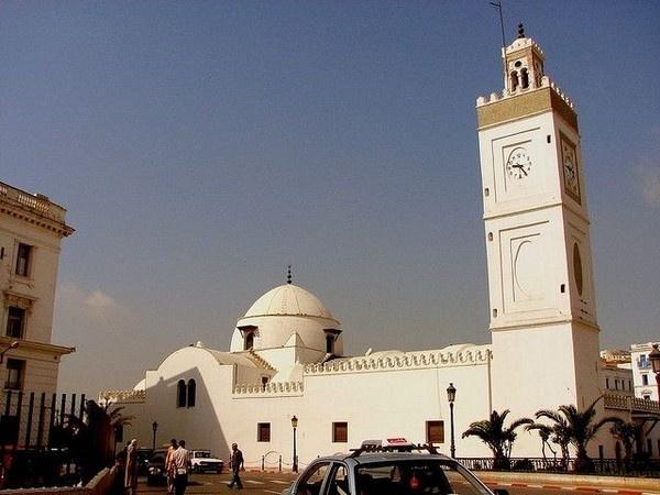 L'Algérie recrute des experts iraniens pour gérer l'appel à la prière 'Al Adhan'   dans Actualité 5447463-8126982