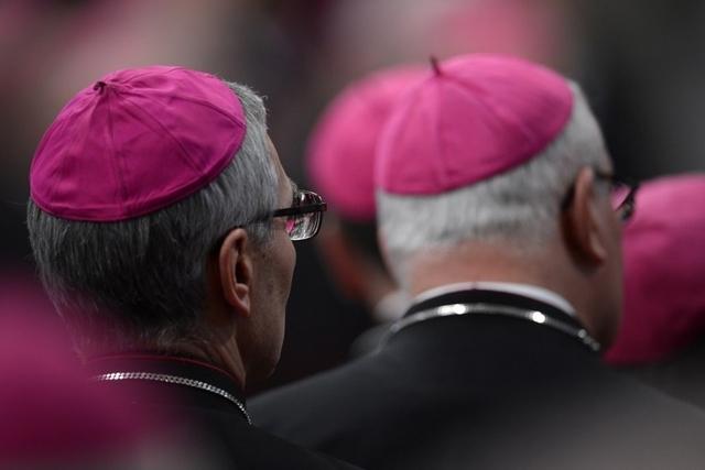 Scandale au Vatican : Neuf prélats du Vatican accusés de pédophilie. dans Confidences topelement